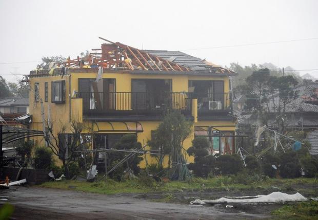 Những hình ảnh thể hiện sức tàn phá kinh khủng của siêu bão Hagibis khi nó còn chưa chính thức đổ bộ vào Nhật Bản - Ảnh 9.