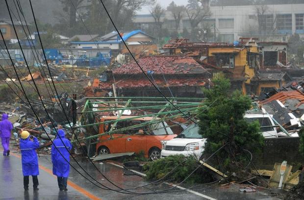 Những hình ảnh thể hiện sức tàn phá kinh khủng của siêu bão Hagibis khi nó còn chưa chính thức đổ bộ vào Nhật Bản - Ảnh 11.