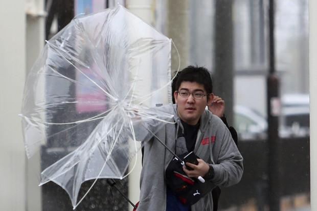 Siêu bão Hagibis: Nhiều khu vực ở Nhật Bản mất điện, người dân nhanh chóng di tản, giao thông tê liệt vì nhiều nơi bị nhấn chìm trong biển nước - Ảnh 3.