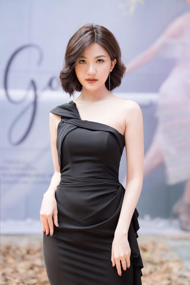 Lo bị nuốt chửng 3 vòng, Mai Phương Thuý vận dụng triệt để chiêu pose hình khi dự show quy tụ toàn Hoa hậu, Á hậu - Ảnh 11.
