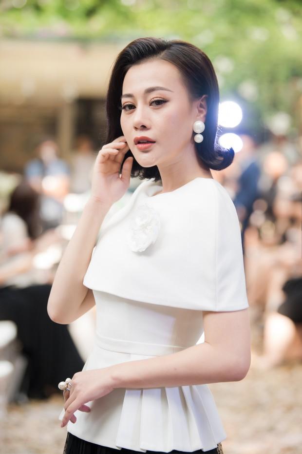 Lo bị nuốt chửng 3 vòng, Mai Phương Thuý vận dụng triệt để chiêu pose hình khi dự show quy tụ toàn Hoa hậu, Á hậu - Ảnh 10.