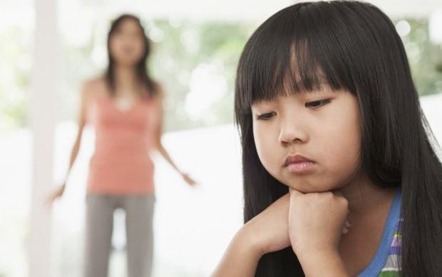 Nói rát cổ mà con vẫn giả vờ điếc, đừng vội đánh mắng vì nguyên nhân sâu xa có thể từ chính bố mẹ - Ảnh 1.