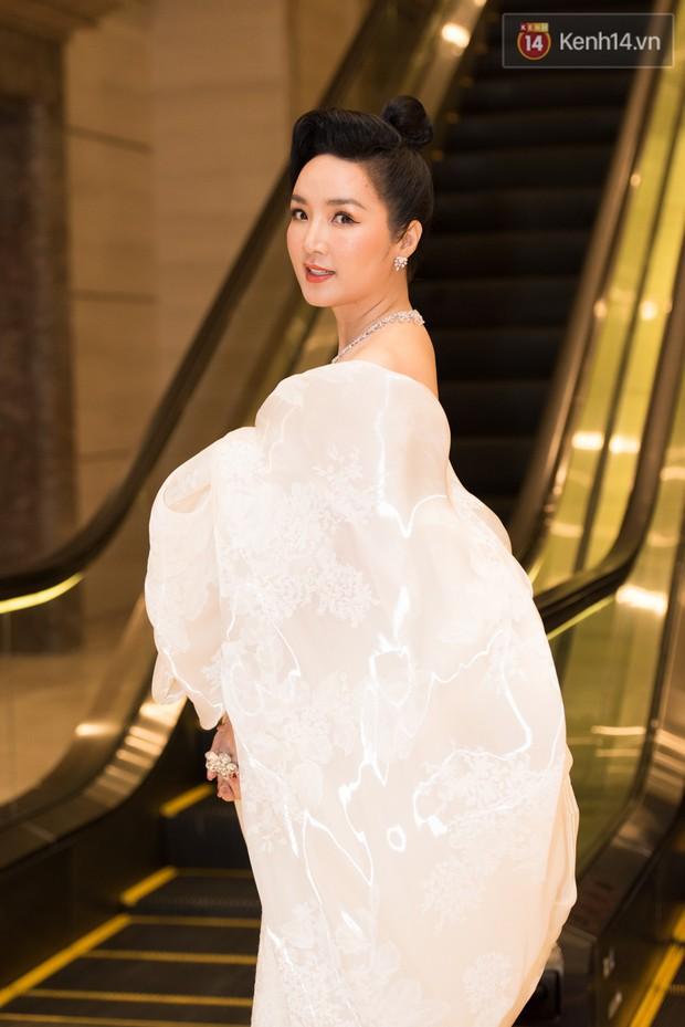 Dàn Hoa hậu, Á hậu đọ sắc bất phân thắng bại tại sự kiện: Tiểu Vy o ép vòng 1 căng đầy, Hà Kiều Anh khoe vẻ đẹp trẻ trung ở tuổi 43 - Ảnh 2.
