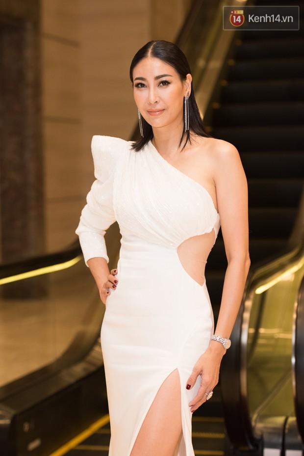 Dàn Hoa hậu, Á hậu đọ sắc bất phân thắng bại tại sự kiện: Tiểu Vy o ép vòng 1 căng đầy, Hà Kiều Anh khoe vẻ đẹp trẻ trung ở tuổi 43 - Ảnh 1.
