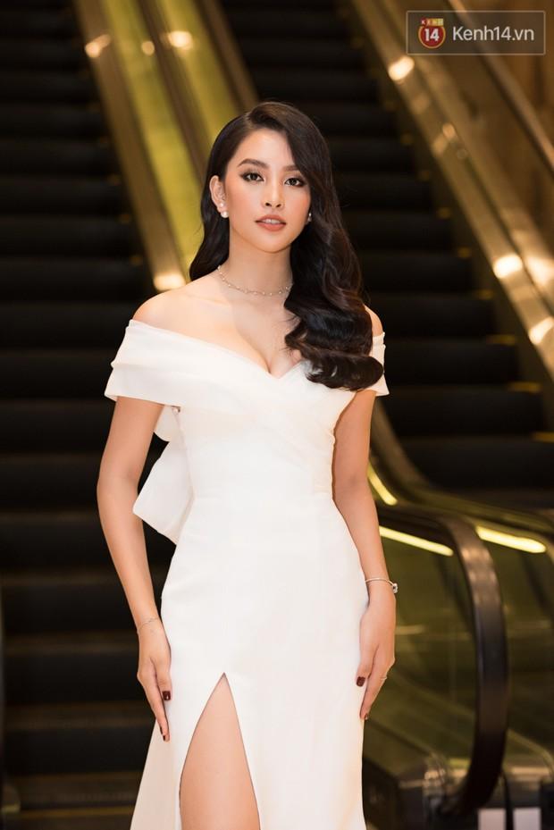 Dàn Hoa hậu, Á hậu đọ sắc bất phân thắng bại tại sự kiện: Tiểu Vy o ép vòng 1 căng đầy, Hà Kiều Anh khoe vẻ đẹp trẻ trung ở tuổi 43 - Ảnh 4.