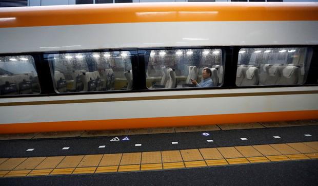 Siêu bão Hagibis: Nhiều khu vực ở Nhật Bản mất điện, người dân nhanh chóng di tản, giao thông tê liệt vì nhiều nơi bị nhấn chìm trong biển nước - Ảnh 4.
