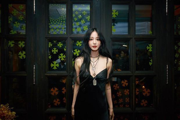 """Gừng già nhưng chưa đủ cay: U40 Han Ye Seul mải mê khoe lưng trần mà không biết mình bị đồ lót """"hại"""" - Ảnh 3."""