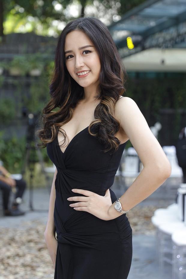 Lo bị nuốt chửng 3 vòng, Mai Phương Thuý vận dụng triệt để chiêu pose hình khi dự show quy tụ toàn Hoa hậu, Á hậu - Ảnh 1.