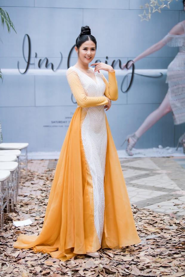 Lo bị nuốt chửng 3 vòng, Mai Phương Thuý vận dụng triệt để chiêu pose hình khi dự show quy tụ toàn Hoa hậu, Á hậu - Ảnh 4.