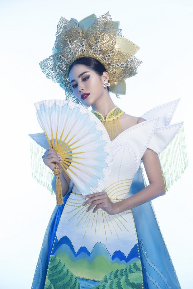 Ấn tượng với quốc phục mang cả hồ sen, đính kết 5000 viên pha lê mỹ nhân Việt chọn mang đến Hoa hậu Trái đất - Ảnh 4.