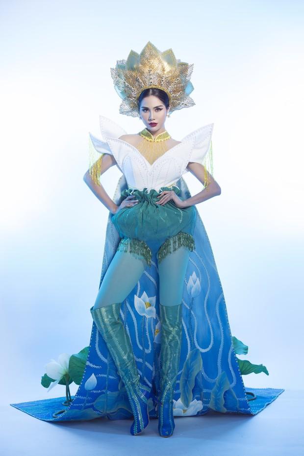 Ấn tượng với quốc phục mang cả hồ sen, đính kết 5000 viên pha lê mỹ nhân Việt chọn mang đến Hoa hậu Trái đất - Ảnh 3.