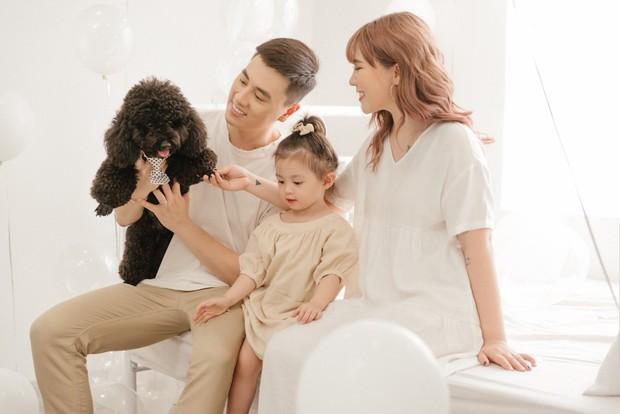 3 nhóc tì của 3 gia đình hot nhất MXH hiện nay: Cam được dạy làm việc nhà từ bé, Đậu bắn Tiếng Anh rất siêu, Xoài ngày càng ngoan và đáng yêu - Ảnh 3.
