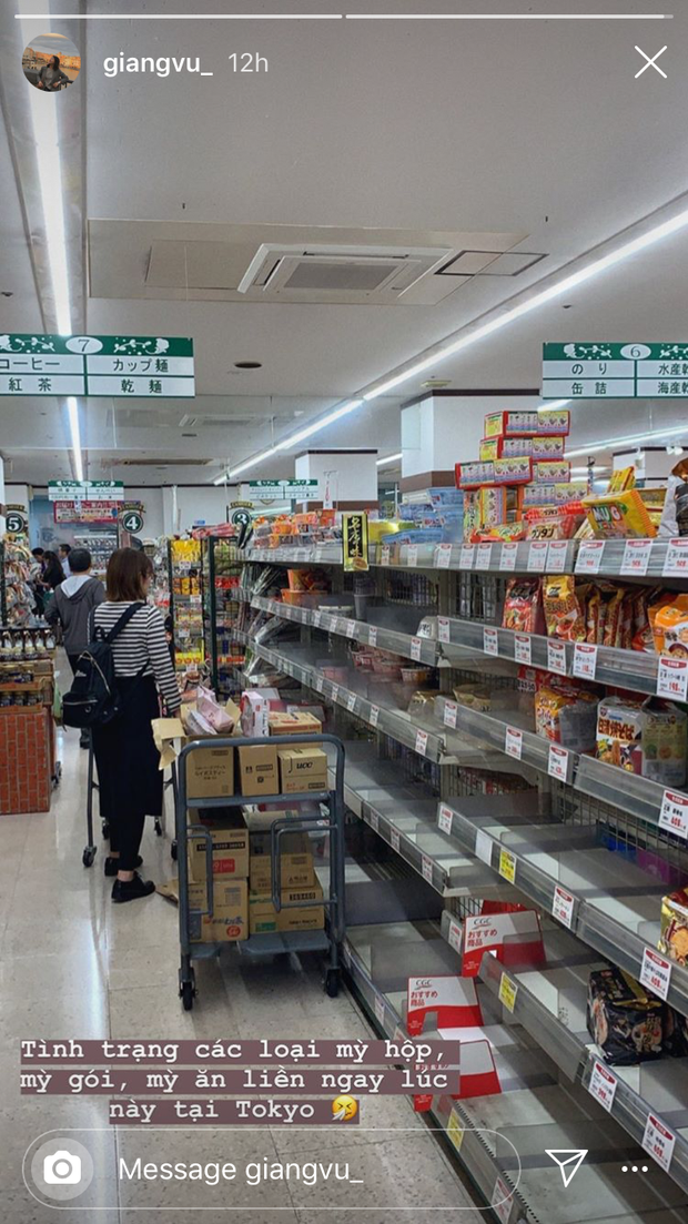 Siêu bão Hagibis quét qua Nhật: chưa bao giờ các siêu thị rơi vào tình trạng cháy hàng đến vậy, ai tích trữ được gì là tích trữ - Ảnh 2.