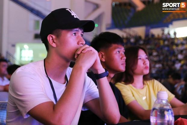 Đình Trọng bảnh bao, cùng bạn gái và em trai dự sự kiện Esports lớn nhất Việt Nam ngày hôm nay - Ảnh 4.