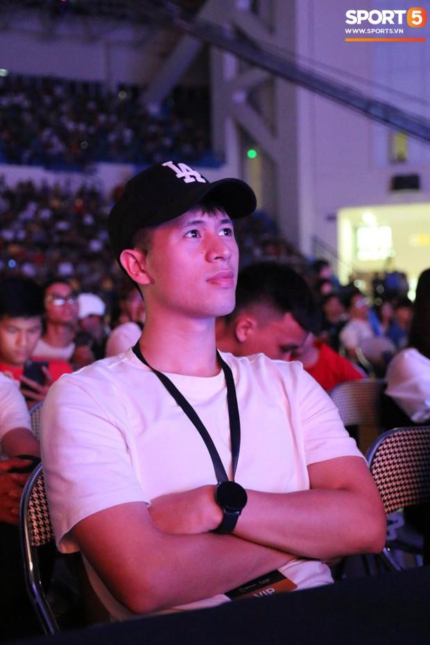Đình Trọng bảnh bao, cùng bạn gái và em trai dự sự kiện Esports lớn nhất Việt Nam ngày hôm nay - Ảnh 2.