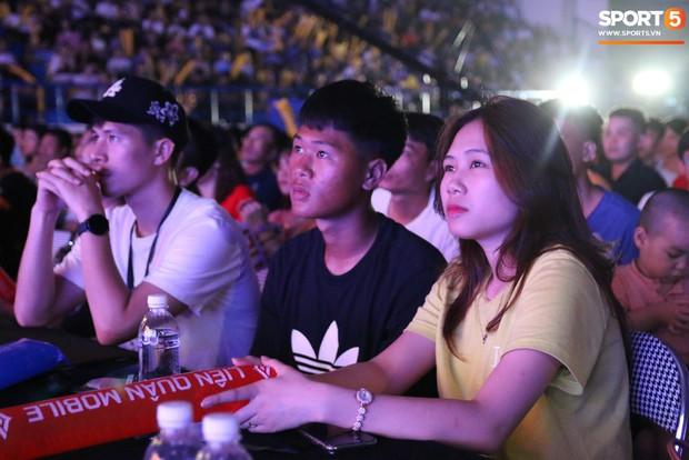 Đình Trọng bảnh bao, cùng bạn gái và em trai dự sự kiện Esports lớn nhất Việt Nam ngày hôm nay - Ảnh 6.