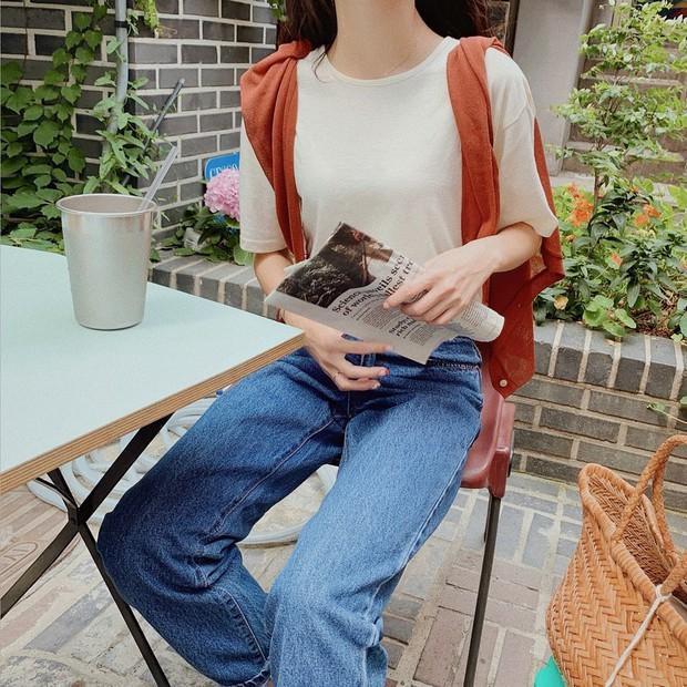 """Học gái Hàn chiêu diện áo sweater """"lấy lệ"""" sang chảnh hết mức, trời chưa lạnh hẳn vẫn áp dụng được ngon ơ - Ảnh 14."""