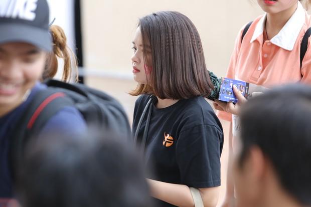 Chẳng kém gì bóng đá, ngày Chung kết giải Esports lớn nhất Việt Nam cũng quy tụ đủ đầy dàn gái xinh! - Ảnh 2.