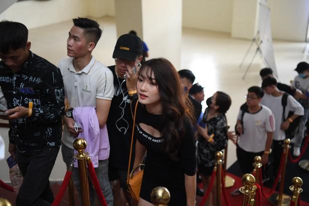 Chẳng kém gì bóng đá, ngày Chung kết giải Esports lớn nhất Việt Nam cũng quy tụ đủ đầy dàn gái xinh! - Ảnh 5.