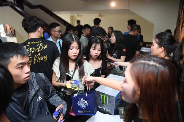 Chẳng kém gì bóng đá, ngày Chung kết giải Esports lớn nhất Việt Nam cũng quy tụ đủ đầy dàn gái xinh! - Ảnh 6.