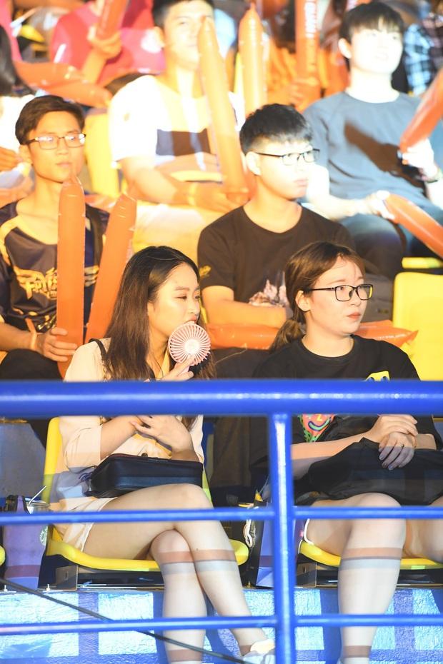 Chẳng kém gì bóng đá, ngày Chung kết giải Esports lớn nhất Việt Nam cũng quy tụ đủ đầy dàn gái xinh! - Ảnh 10.