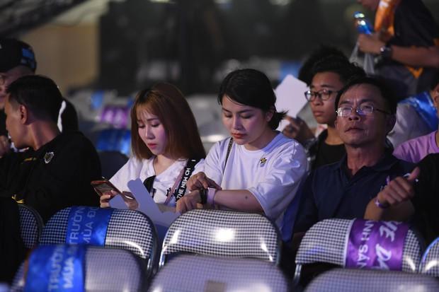 Chẳng kém gì bóng đá, ngày Chung kết giải Esports lớn nhất Việt Nam cũng quy tụ đủ đầy dàn gái xinh! - Ảnh 12.