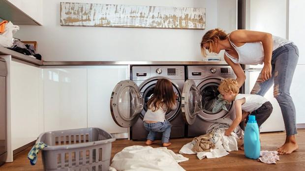 Máy giặt có thể là một ổ vi khuẩn, bạn nên làm gì để phòng trừ bệnh tật xuất phát từ đây? - Ảnh 1.