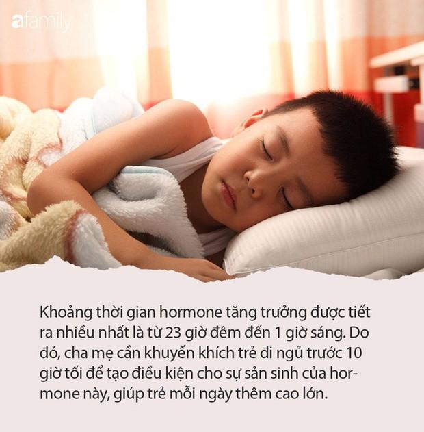Muốn con đạt chiều cao tối đa, cha mẹ phải nhắc con làm việc này trước 10h mỗi tối - Ảnh 1.