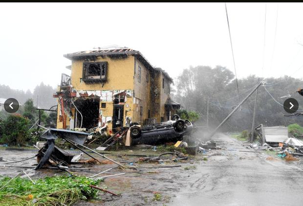 Siêu bão Hagibis tiếp cận Nhật Bản: 2 người chết, nhiều trẻ em bị thương sau khi hàng chục ngôi nhà bị phá hủy do lốc xoáy kinh hoàng ở tỉnh Chiba - Ảnh 2.