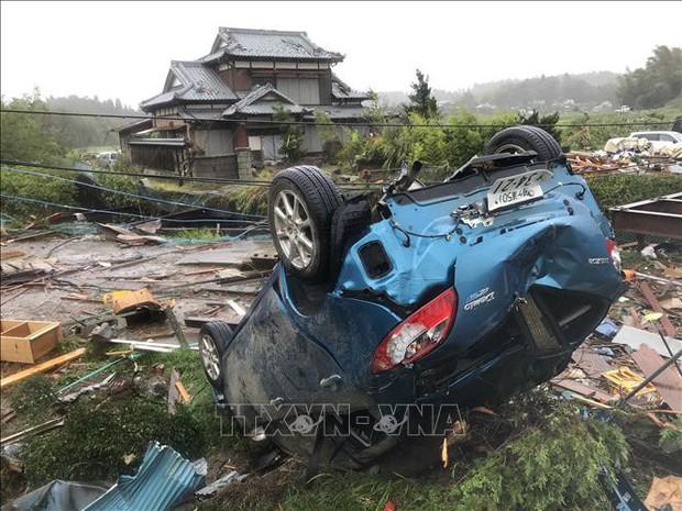 Động đất rung chuyển Tokyo và các tỉnh phụ cận trong lúc siêu bão Hagibis đổ bộ - Ảnh 1.