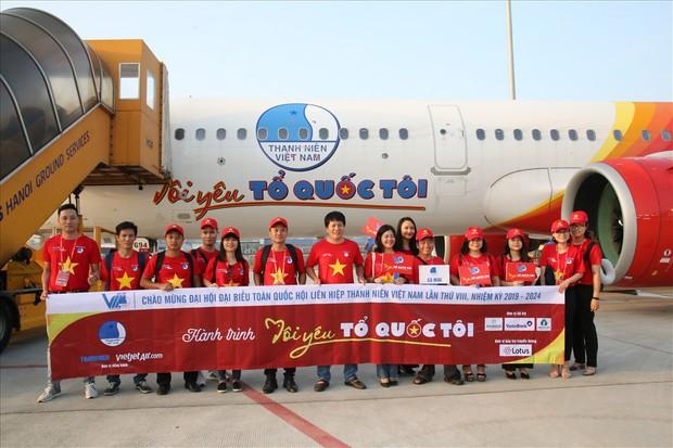 """Chuyến bay đặc biệt ở độ cao 10.000 mét, đỏ rực màu cờ sắc áo của hành trình """"Tôi yêu tổ quốc tôi"""" - Ảnh 6."""