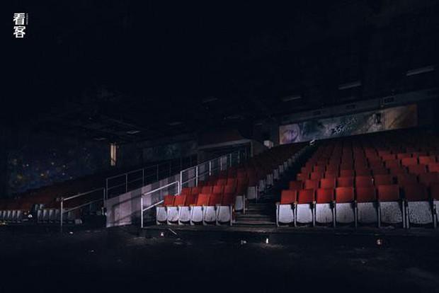 Phim trường cũ TVB bị bỏ hoang: Ngoài ký ức thời hoàng kim còn sót lại là lời đồn về câu chuyện kinh dị cùng cảnh hoang tàn ghê rợn - Ảnh 16.