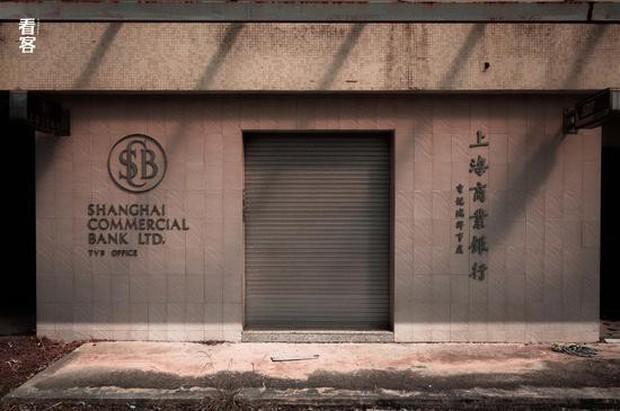 Phim trường cũ TVB bị bỏ hoang: Ngoài ký ức thời hoàng kim còn sót lại là lời đồn về câu chuyện kinh dị cùng cảnh hoang tàn ghê rợn - Ảnh 20.