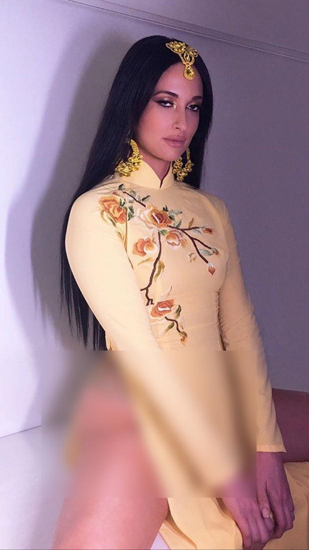 Ngô Thanh Vân bức xúc vụ nữ ca sĩ Kacey Musgraves mặc áo dài Việt nhưng quên mặc quần, còn cố khoe dáng kệch cỡm - Ảnh 5.