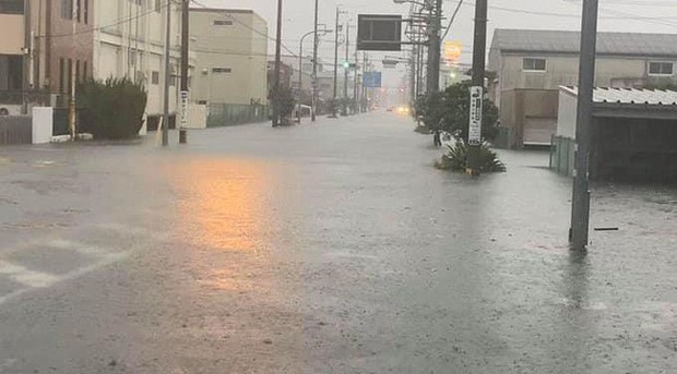 Siêu bão Hagibis: Nhiều khu vực ở Nhật Bản mất điện, người dân nhanh chóng di tản, giao thông tê liệt vì nhiều nơi bị nhấn chìm trong biển nước - Ảnh 11.