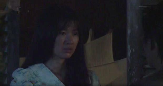 Tiếng sét trong mưa: Trọn bộ cảnh con trai Thị Bình ngủ với em gái, còn sốc hơn màn ân ái 18+ cùng mẹ kế - Ảnh 2.