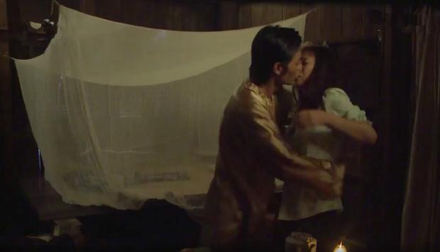 Tiếng sét trong mưa: Trọn bộ cảnh con trai Thị Bình ngủ với em gái, còn sốc hơn màn ân ái 18+ cùng mẹ kế - Ảnh 7.
