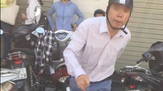 Người đàn ông đánh phụ nữ ở cây ATM đã trình diện công an, xin được hòa giải - Ảnh 1.