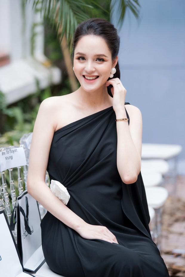 Lo bị nuốt chửng 3 vòng, Mai Phương Thuý vận dụng triệt để chiêu pose hình khi dự show quy tụ toàn Hoa hậu, Á hậu - Ảnh 8.