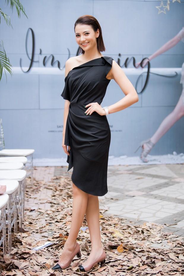 Lo bị nuốt chửng 3 vòng, Mai Phương Thuý vận dụng triệt để chiêu pose hình khi dự show quy tụ toàn Hoa hậu, Á hậu - Ảnh 6.