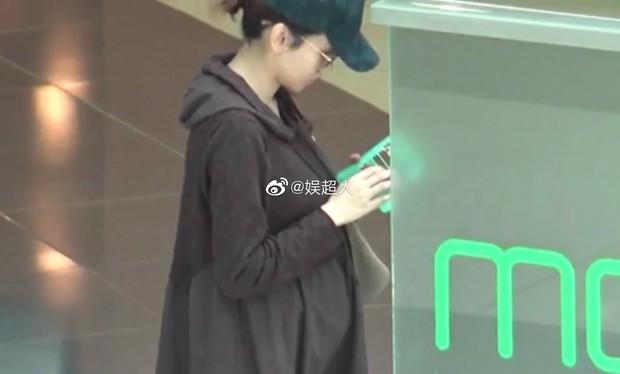 Hoa hậu chuyên săn đại gia Dương Tư Kỳ tuyên bố mang thai ở tuổi 41 sau thời gian phục vụ quán bar, chup ảnh nóng - Ảnh 4.