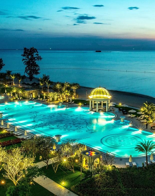 """Đông Nhi - Ông Cao Thắng """"chịu chơi"""" mời hàng trăm khách tới Phú Quốc tổ chức đám cưới, loạt resort 5 sao nổi tiếng được gọi tên! - Ảnh 5."""