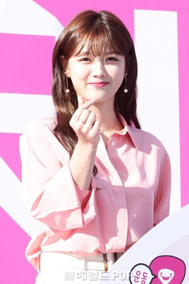 Sao nhí một thời Mặt trăng ôm mặt trời Kim Yoo Jung dự sự kiện mà gây bão: Xinh cực phẩm, fan nghĩ ngay đến Song Hye Kyo - Ảnh 5.
