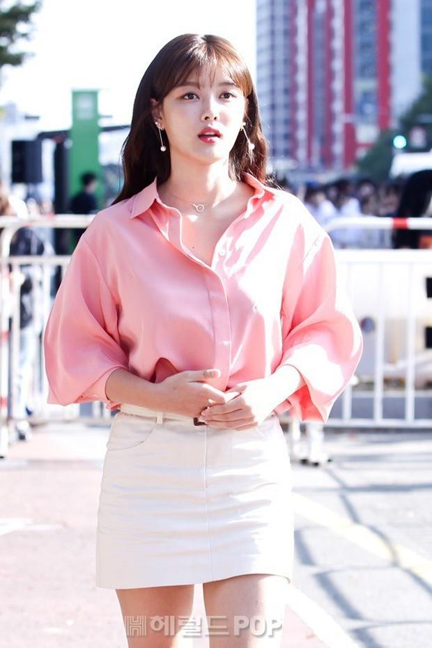Sao nhí một thời Mặt trăng ôm mặt trời Kim Yoo Jung dự sự kiện mà gây bão: Xinh cực phẩm, fan nghĩ ngay đến Song Hye Kyo - Ảnh 3.