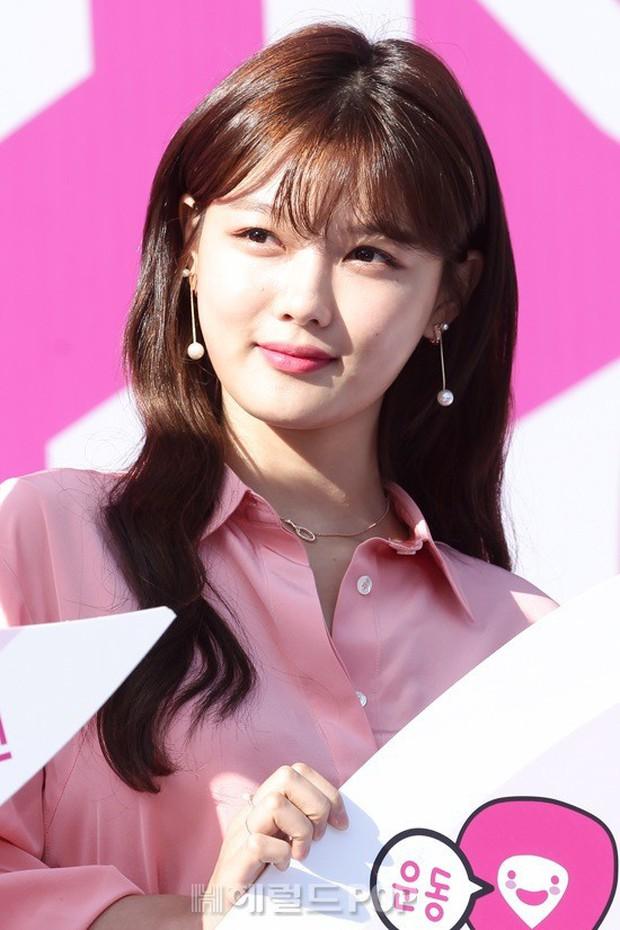 Sao nhí một thời Mặt trăng ôm mặt trời Kim Yoo Jung dự sự kiện mà gây bão: Xinh cực phẩm, fan nghĩ ngay đến Song Hye Kyo - Ảnh 2.