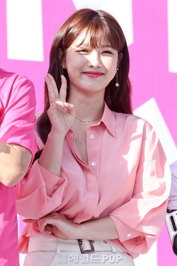 Sao nhí một thời Mặt trăng ôm mặt trời Kim Yoo Jung dự sự kiện mà gây bão: Xinh cực phẩm, fan nghĩ ngay đến Song Hye Kyo - Ảnh 6.