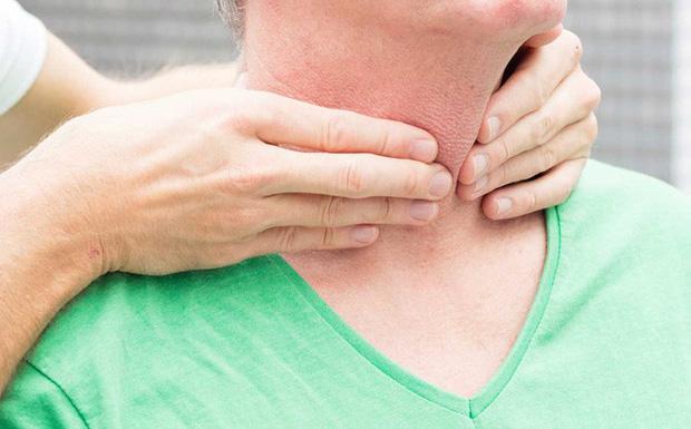 Nhiều người hay bị ngứa ngáy mỗi khi thay đổi thời tiết, có vài kiểu ngứa lại cảnh báo những căn bệnh chẳng ai ngờ tới - Ảnh 5.