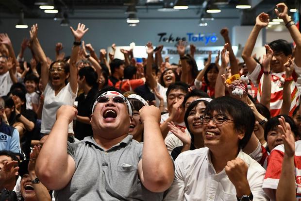 Khoảnh khắc xúc động: Ngay khi Quốc ca vang lên, tuyển Nhật Bản cùng các fan bật khóc vì thương đồng bào phải chống chịu siêu bão Hagibis - Ảnh 5.