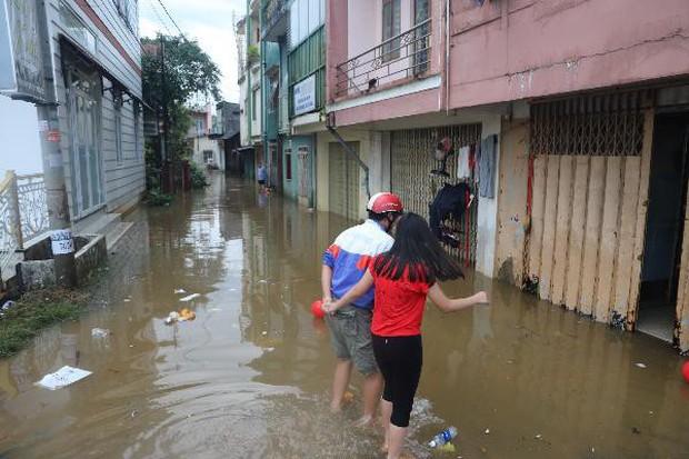 Mưa lớn kéo dài, hơn 100 nhà dân ở Bảo Lộc ngập sâu trong nước - Ảnh 5.