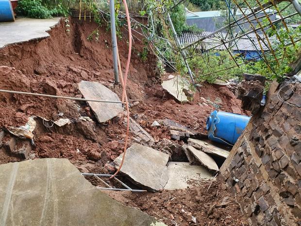 Mưa lớn kéo dài, hơn 100 nhà dân ở Bảo Lộc ngập sâu trong nước - Ảnh 6.